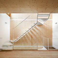 Corridor & hallway by Vallribera Arquitectes, Minimalist