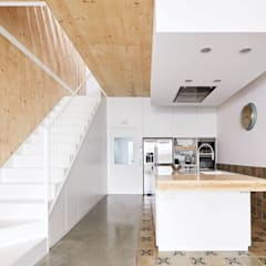 Kitchen by Vallribera Arquitectes, Minimalist