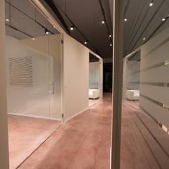 G Office: Complessi per uffici in stile  di CARLO OMINI ARCHITETTO