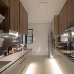 BTO @ Punggolin Hotel Style: modern Kitchen by Designer House
