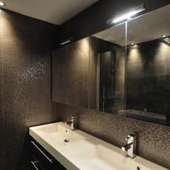 de style colonial par AGZ badkamers en sanitair, Colonial Bois Effet bois