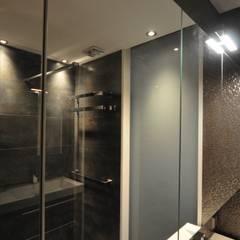 de style colonial par AGZ badkamers en sanitair, Colonial Verre