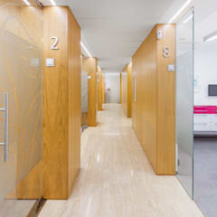 Klinik oleh Luzestudio Fotografía, Modern