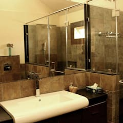 RENOVATION OF KAILAS:  Bathroom by de square