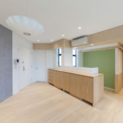 KC's RESIDENCE:  Study/office by arctitudesign