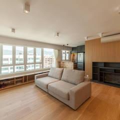 http://arctitudesign.com.hk/node/85:  Living room by arctitudesign