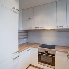 Błękitna Laguna: styl , w kategorii Kuchnia zaprojektowany przez Perfect Space