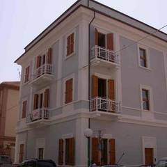 Ristrutturazione palazzina liberty Pescara: Spazi commerciali in stile  di POMP0NI ASSOCIATI SRL
