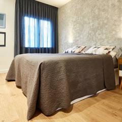 FEMENINO SINGULAR: Dormitorios de estilo  de Dimensi-on