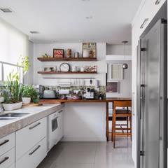 Apartamento Tutóia: Cozinhas  por Alvorada Arquitetos