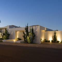 Casa no Morro do Chapéu: Casas  por Lanza Arquitetos