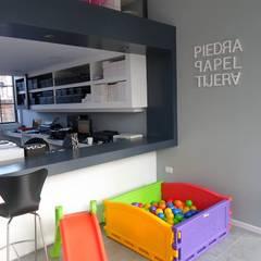 Local Comercial Piedra Papel y Tijera : Estadios de estilo  por Raizar Arquitectura y Paisajismo