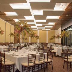 Salón y Terraza La Silla - Cintermex : Salones para eventos de estilo  por CH Proyectos