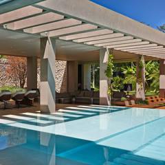 สระว่ายน้ำ โดย Lanza Arquitetos,