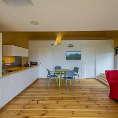 Casa2020: Cocinas de estilo moderno de MapOut