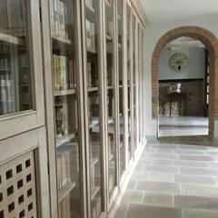 Sala biblioteca: Studio in stile  di Ma.Gi.Ca. di Giovanni Mazza