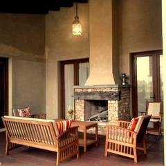 Galería con hogar: Terrazas de estilo  por Azcona Vega Arquitectos