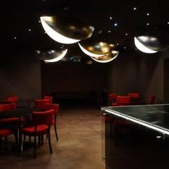 Wnętrze teatru:  Veranstaltungsorte von DRESLER STUDIO ARCHITEKTURA I URBANISTYKA sp. zo.o. sp. komandytowa