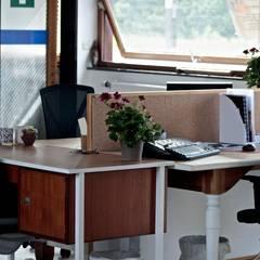 Réaménagement d'un open-space en location: Bureau de style de style Scandinave par By Madeleine