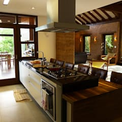 ห้องครัว by Baixo Impacto Arquitetura Ltda.