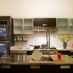 Casacor 2009: Cocinas de estilo  por Carughi Studio