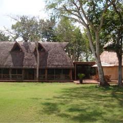 PALAPAS ZODZIL: Casas de estilo  por AIDA TRACONIS ARQUITECTOS EN MERIDA YUCATAN MEXICO