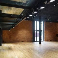 Lamus teatralny - parter - sala wystaw:  Museen von DRESLER STUDIO ARCHITEKTURA I URBANISTYKA sp. zo.o. sp. komandytowa