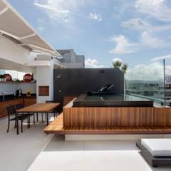 modern Pool by Studio Eloy e Freitas Arquitetura e Interiores