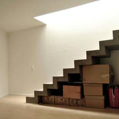 Casa Vittoria Prima: Pasillos y vestíbulos de estilo  por Javier Pareja arquiteco, Moderno