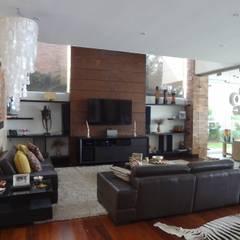 Sala despues de la remodelación: Salas de estilo  por John Robles Arquitectos