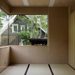 038那須Fさんの家: atelier137 ARCHITECTURAL DESIGN OFFICEが手掛けた寝室です。,
