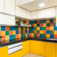 Apartment 304:  Kitchen by iSTUDIO Architecture