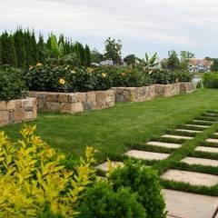 حیاط by ECOSSISTEMAS; Áreas Verdes e Sistemas de Rega.