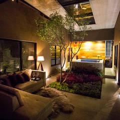 Casa Bunker : Jardines de estilo moderno por Con Contenedores S.A. de C.V.