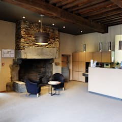 Hôtel de l'Abbaye: Hôtels de style  par Agence 1+1