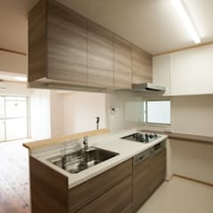 ホームオフィスを備えた自然素材マンションリフォーム: 株式会社 駿河屋が手掛けたキッチンです。