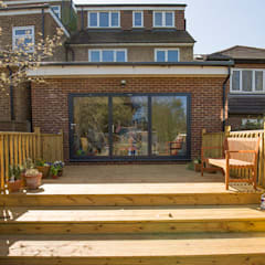 THE ST ALBANS HOUSE EXTENSION:  Terrace by The Market Design & Build