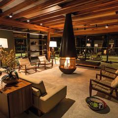 ÁREA DE CONVÍVIO: Hotéis  por Piratininga Arquitetos Associados