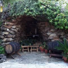 Gruta de pedra: Jardins  por Bizzarri Pedras