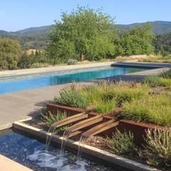 Auf dem Land:  Pool von Ecologic City Garden - Paul Marie Creation