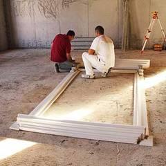 Fase di posa delle cornici delle finestre: Scuole in stile  di Eleni Decor