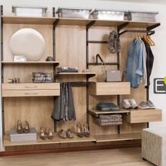 Vestier / Closet: Vestidores de estilo  por Espacio al Cuadrado