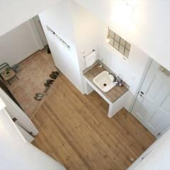 こだわりのディテールが詰まった家: ジャストの家が手掛けた廊下 & 玄関です。