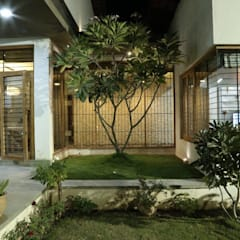 Kasliwal bungalows:  Garden by 4th axis design studio