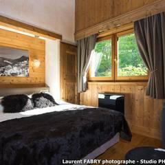 Chalet de montagne à Méribel, Alpes, Savoie: Chambre de style  par ARLY PHOTOGRAPHY