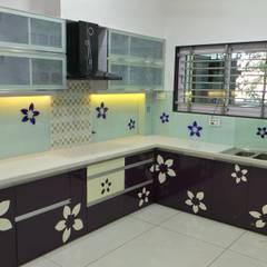 MR. Sanjay : modern Kitchen by Shadab Anwari & Associates.