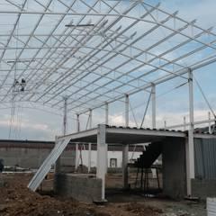 Estrutura Metalica para Bodegas: Garajes de estilo clásico por Crearquitech S.A.S