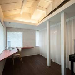 美山のK邸改修: Kawakatsu Designが手掛けた書斎です。