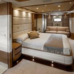 Yates y jets modernos: Ideas, imágenes y decoración de Mondial Marmi SRL Moderno
