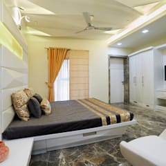 SADHWANI BUNGALOW:  Bedroom by Square 9 Designs